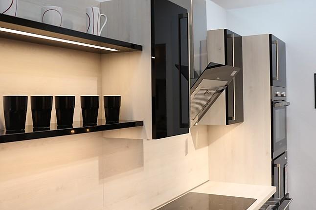 nobilia musterk che top k chenzeile inkl marken ger te hochglanz schwarz ausstellungsk che. Black Bedroom Furniture Sets. Home Design Ideas