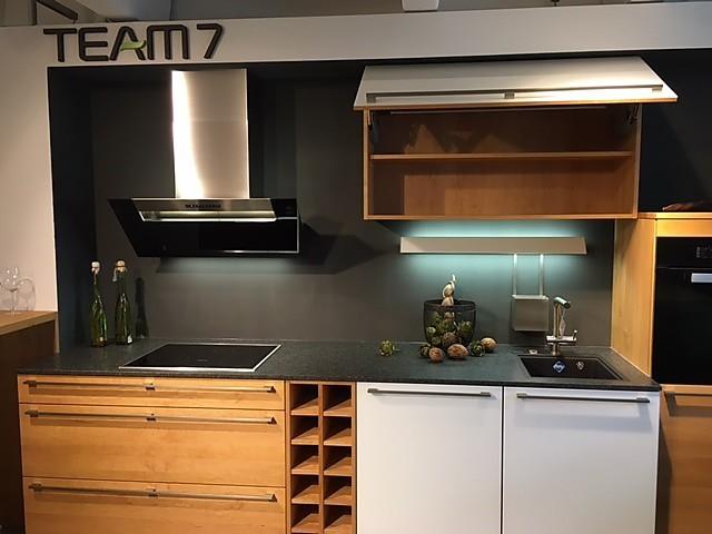 team 7 musterk che schicke massivholz k che mit theke und highboard ausstellungsk che in. Black Bedroom Furniture Sets. Home Design Ideas