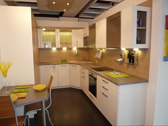 Leicht-Musterküche Zeitlose Küche mit weißer Kunststofffront mit ...