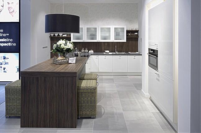 pronorm musterk che moderne k che in glanzwei ausstellungsk che in halle westfalen von. Black Bedroom Furniture Sets. Home Design Ideas