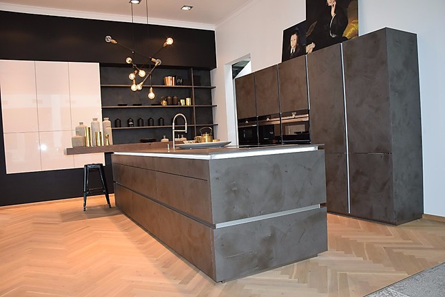 nolte musterk che inselk che u form zement matt anthrazit quarzgrau ausstellungsk che in berlin. Black Bedroom Furniture Sets. Home Design Ideas