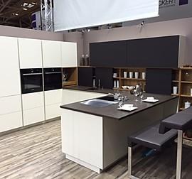 beckermann musterk che trend line weiss ausstellungsk che in jagstzell von schenk. Black Bedroom Furniture Sets. Home Design Ideas