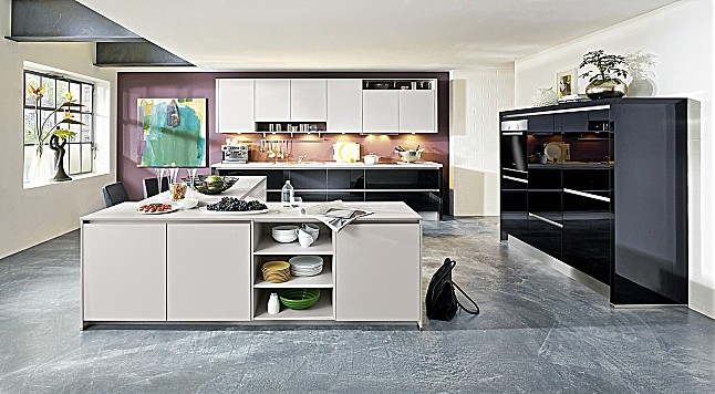 k chentreff musterk che inselk che hochglanz schwarz und seidengrau ausstellungsk che in von. Black Bedroom Furniture Sets. Home Design Ideas