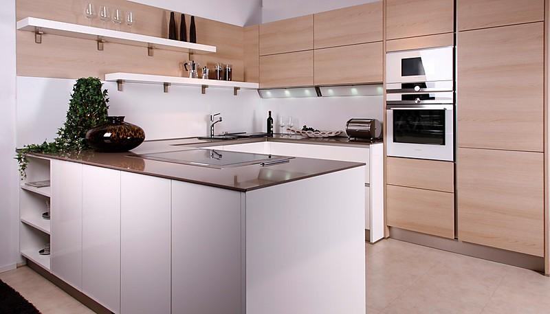 musterk che fio lack brillantwei ausstellungsk che in regensburg von pusch schreib. Black Bedroom Furniture Sets. Home Design Ideas