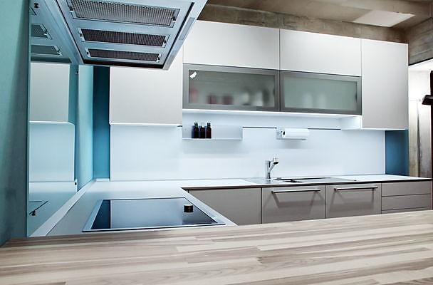 poggenpohl musterk che moderne k che wei lackiert ausstellungsk che in berlin von. Black Bedroom Furniture Sets. Home Design Ideas
