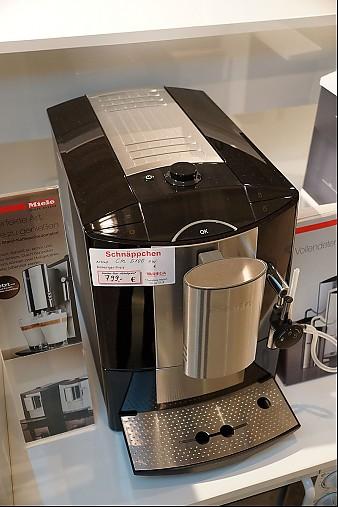 kaffeevollautomaten cm 5100 sw stand kaffeevollautomat tiefschwarz miele k chenger t von riega. Black Bedroom Furniture Sets. Home Design Ideas