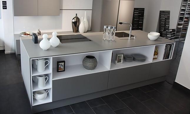 next125 musterk che moderne wohnk che mit keramik arbeitsplatte und miele ger ten. Black Bedroom Furniture Sets. Home Design Ideas