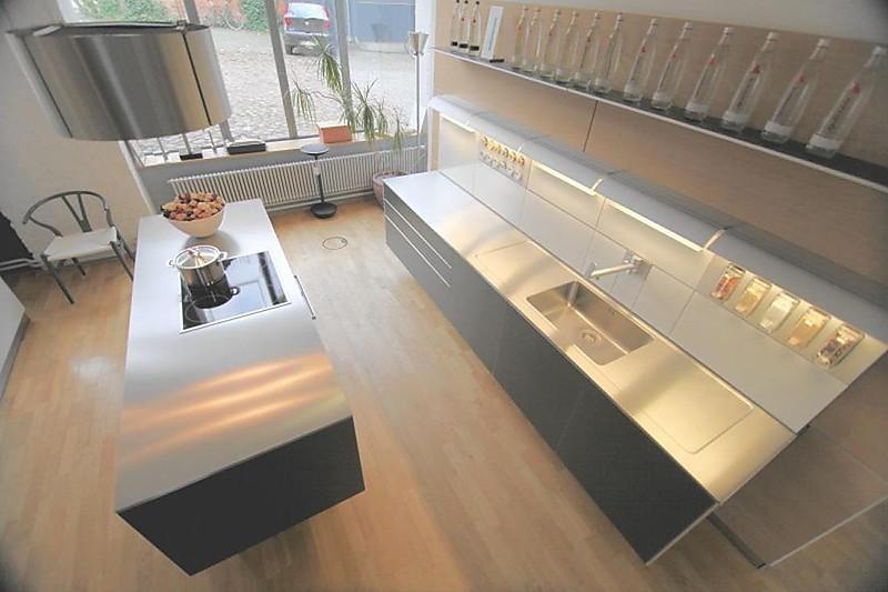 k chenger t aluminium grau edelstahl arbeitsplatte bulthaup b3 musterk che bulthaup. Black Bedroom Furniture Sets. Home Design Ideas