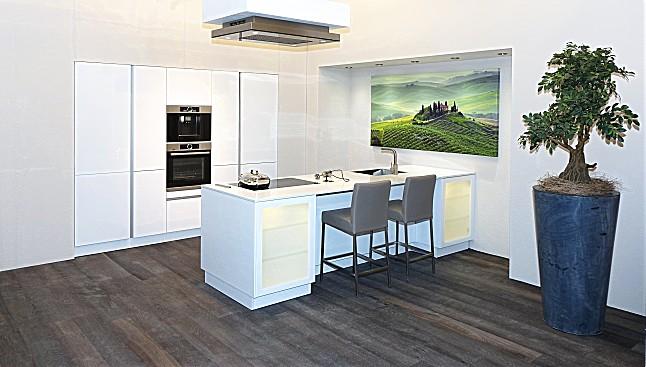 schüller-musterküche wunderschöne und luxuriös ausgestattete ... - Deckenlüfter Küche Umluft