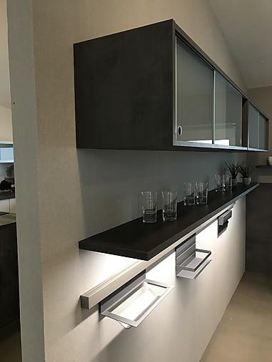 selektion d musterk che moderne grifflose k che mit insel und theke ausstellungsk che in. Black Bedroom Furniture Sets. Home Design Ideas