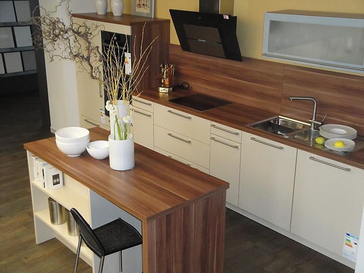 musterk che caramel nb kombiniert mit mandelholz nb ausstellungsk che in peiting von. Black Bedroom Furniture Sets. Home Design Ideas
