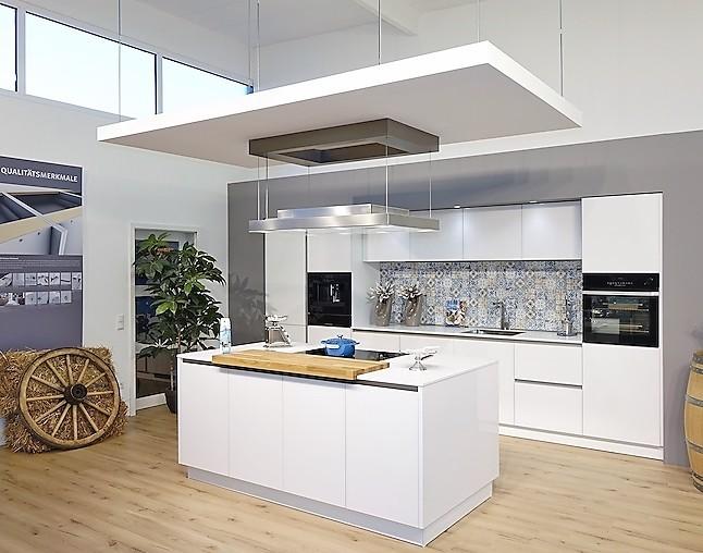 Schüller Musterküche Wunderschöne Grifflose Küche Mit Kochinsel .