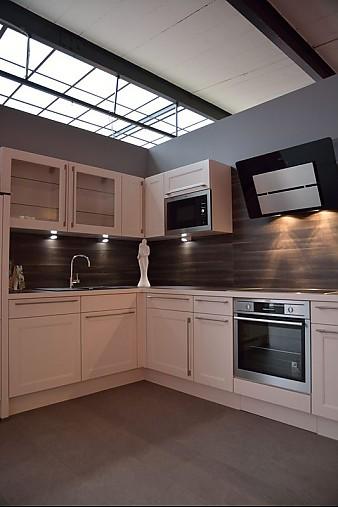 nobilia musterk che landhaus modern in szene gesetzt ausstellungsk che in bautzen von studio. Black Bedroom Furniture Sets. Home Design Ideas