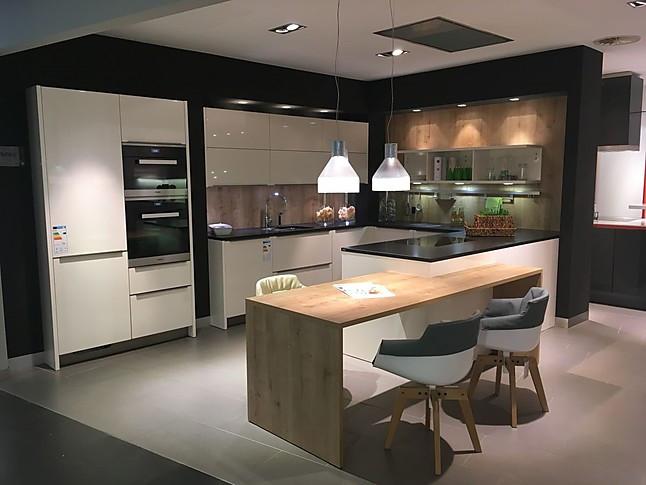 SieMatic-Musterküche moderne Küche mit Sitzgelegenheit