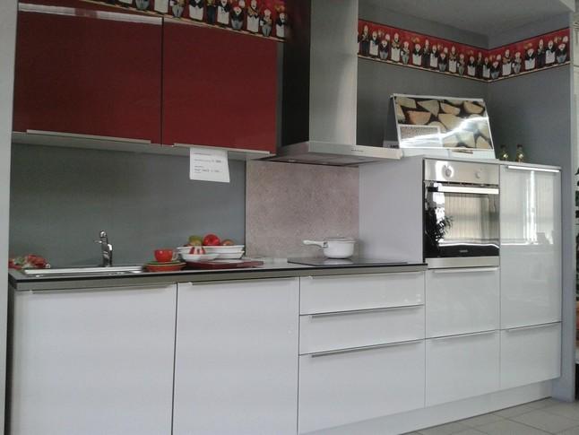 burger musterk che moderne k chenzeile in hochglanz ausstellungsk che in pirmasens von. Black Bedroom Furniture Sets. Home Design Ideas