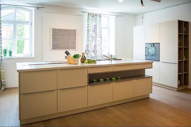 ewe-musterküche moderne küchenzeile mit mittelblock ... - Küche Mittelblock
