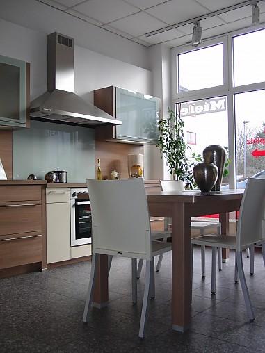 nobilia musterk che moderne k che in lichtgelb hochglanz. Black Bedroom Furniture Sets. Home Design Ideas