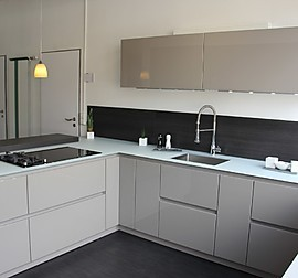sch ller musterk che moderne einbauk che uni gloss. Black Bedroom Furniture Sets. Home Design Ideas