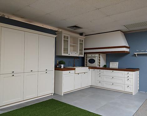 Böttcher küche landhaus lack mit kirchholz arbeitsplatte mit bugkante böttcher küche landhaus lack mit kirchholz