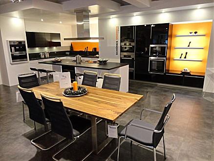 Moderne Küchen finden im Einrichtungshaus Keser