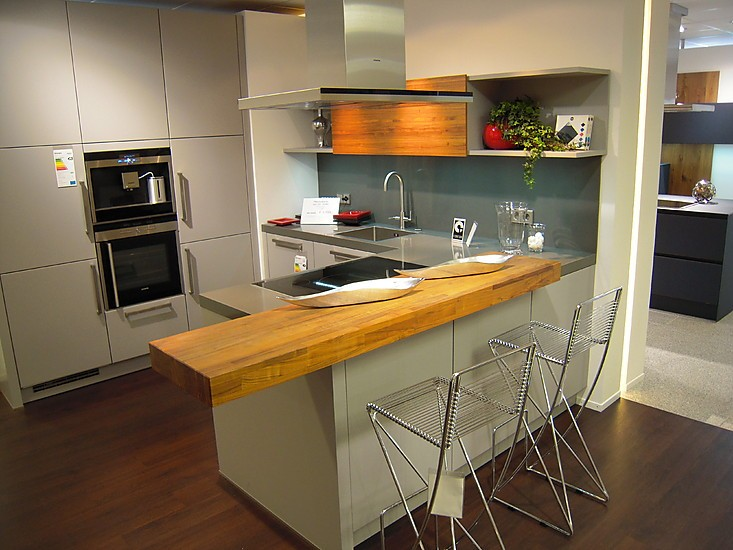next125 musterk che matt lackierte k che mit raumteiler. Black Bedroom Furniture Sets. Home Design Ideas