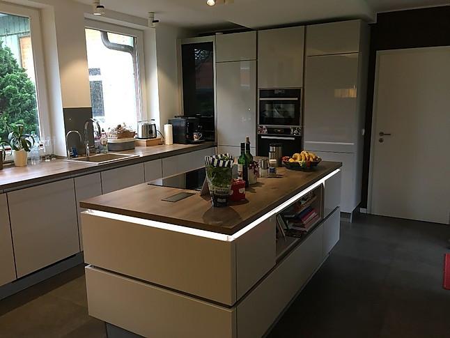 Nobilia-Musterküche L-Küche mit Kochinsel: Ausstellungsküche in ...