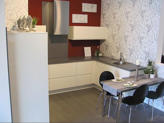 wellmann musterk che alno k che grifflose eleganz in schneewei ausstellungsk che in von. Black Bedroom Furniture Sets. Home Design Ideas