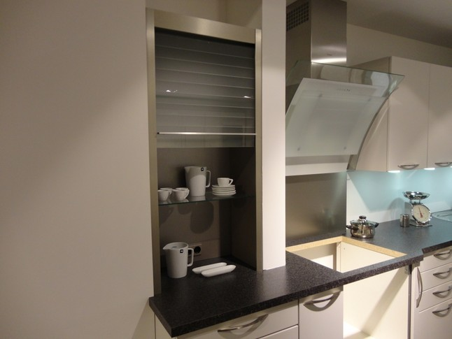 h cker musterk che kristall mattlack in kombination mit glas schwarz hinterlackiert. Black Bedroom Furniture Sets. Home Design Ideas