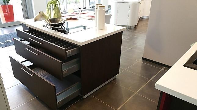schmidt k chen musterk che moderne inselk che mit wei er. Black Bedroom Furniture Sets. Home Design Ideas