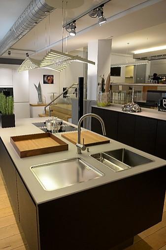 allmilm musterk che schwarz lackiert ausstellungsk che in von. Black Bedroom Furniture Sets. Home Design Ideas