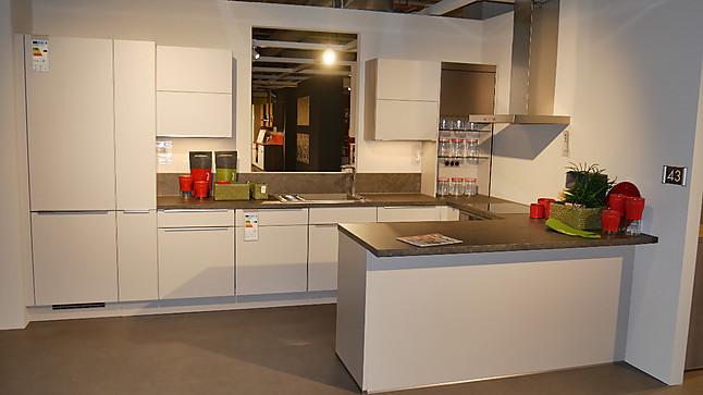 Nobilia-Musterküche U-Küche in Sand Farbe: Ausstellungsküche in ...
