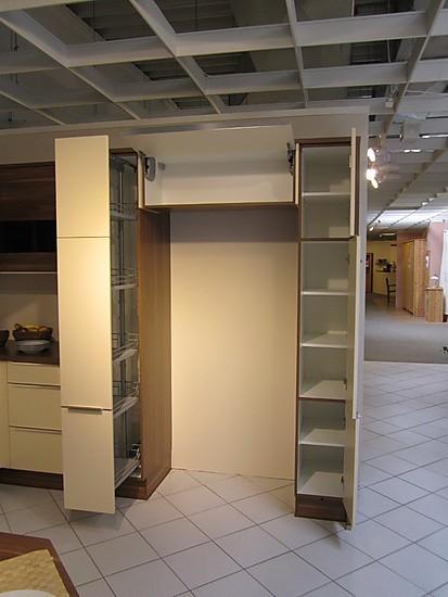 nobilia musterk che moderne u k che mit sitzgelegenheit und platz f r einen side by side. Black Bedroom Furniture Sets. Home Design Ideas