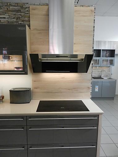 nobilia musterk che moderne l k che mit quarzsteinarbeitsplatte und miele ger ten. Black Bedroom Furniture Sets. Home Design Ideas