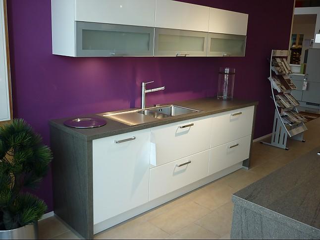 wellmann musterk che moderne k che mit zwei zeilen und einer gro en insel inkl sitzgelegenheit. Black Bedroom Furniture Sets. Home Design Ideas