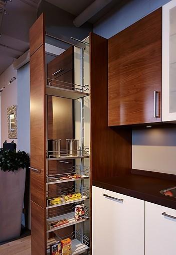 next125 musterk che sch ne l k che in wei und nussbaum. Black Bedroom Furniture Sets. Home Design Ideas