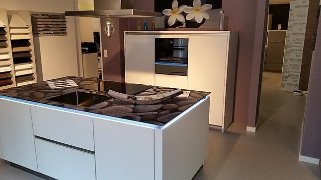 st rmer k chen musterk che designerst ck mit glasarbeitsplatte ausstellungsk che in gr nstadt. Black Bedroom Furniture Sets. Home Design Ideas