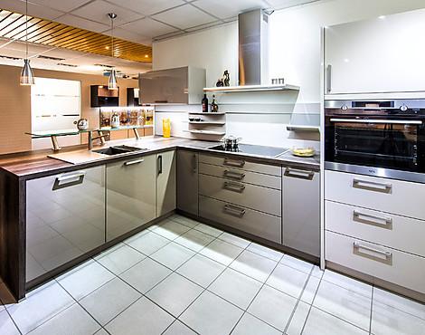 Hochglanzlack küche mit holzoptik arbeitsplatte gala