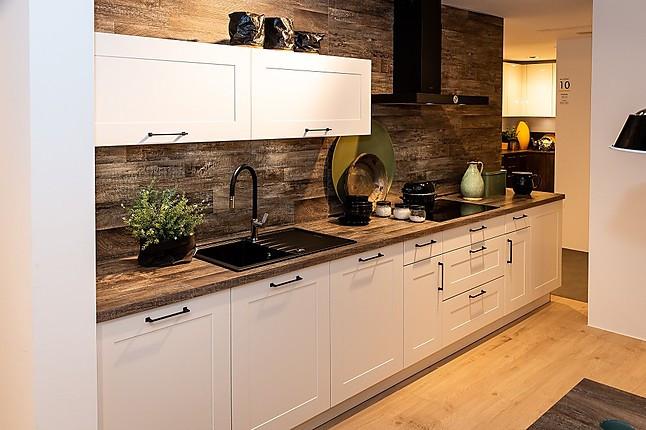 Nolte-Musterküche kleine Küche in Weiß mit Elementen in ...