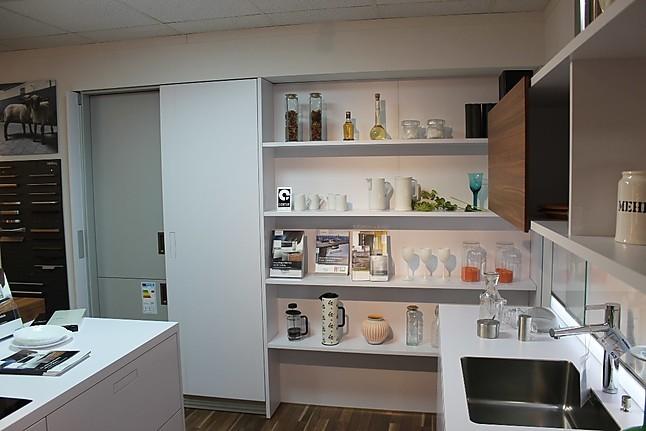 next125 musterk che moderne wei e k che hochschr nke mit einschubt ren ausstellungsk che in. Black Bedroom Furniture Sets. Home Design Ideas