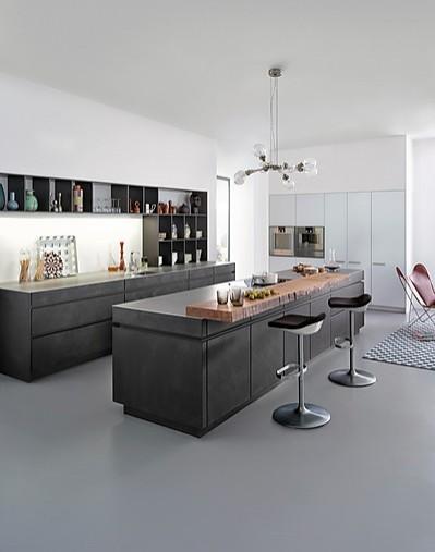 leicht musterk che k che in beton und wei lack mit echtholz f r den gehobenen anspruch. Black Bedroom Furniture Sets. Home Design Ideas