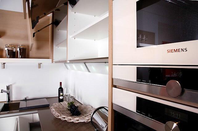 sonstige musterk che fio lack brillantwei ausstellungsk che in regensburg von pusch. Black Bedroom Furniture Sets. Home Design Ideas