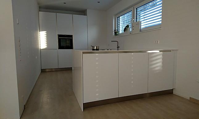 Schmidt Küchen-Musterküche Matt weiss grifflos elegant und modern ...