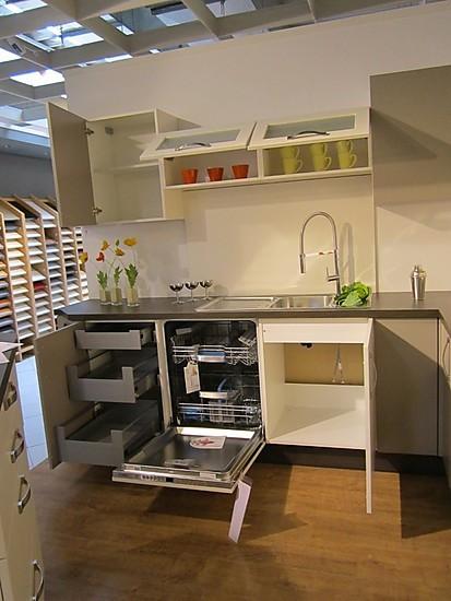 Nobilia Musterküche moderne L Küche mit Mittelblock