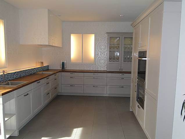 Nussdorfer Küchen häcker musterküche moderner landhausstil echtholz lackiert in