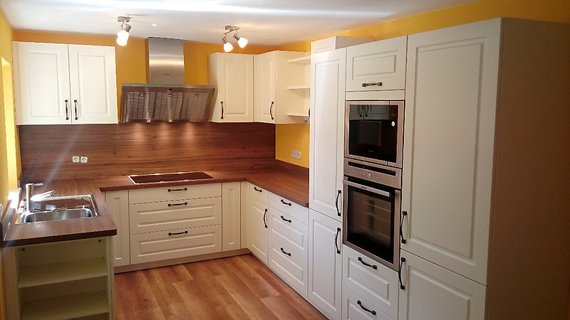 einbauk che mara in silk seidenmatt lackiert arbeitsplatte in walnuss. Black Bedroom Furniture Sets. Home Design Ideas