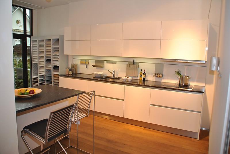 sch ller musterk che sch ller hochglanz lack magnolia. Black Bedroom Furniture Sets. Home Design Ideas