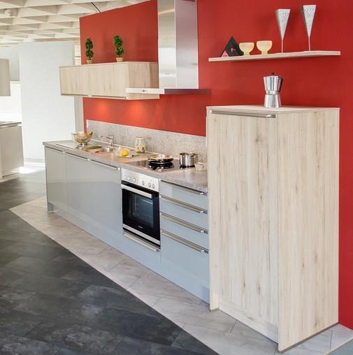 Häcker-Musterküche Hochglanz Küche mit Nischenverkleidung ...