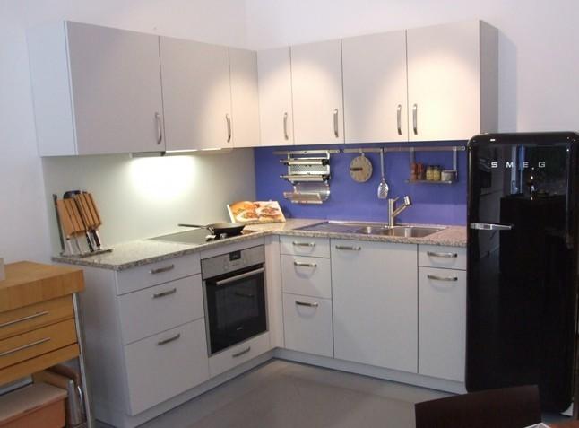 leicht musterk che k che mit granitplatte ausstellungsk che in baden baden von axthelm. Black Bedroom Furniture Sets. Home Design Ideas
