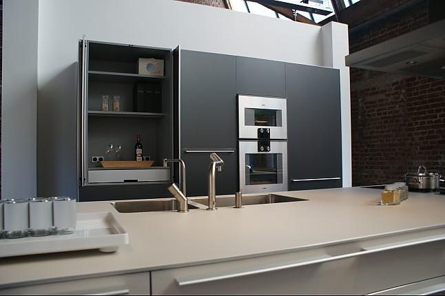 bulthaup musterk che moderne k che mit insel ausstellungsk che in m lheim von lievenbr ck. Black Bedroom Furniture Sets. Home Design Ideas