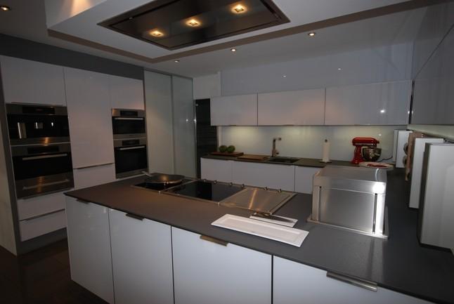 next125 musterk che nx 501 ausstellungsk che in limburg. Black Bedroom Furniture Sets. Home Design Ideas